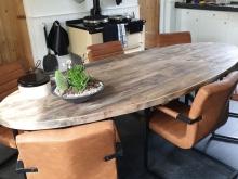 Ovale oud gebinten tafel