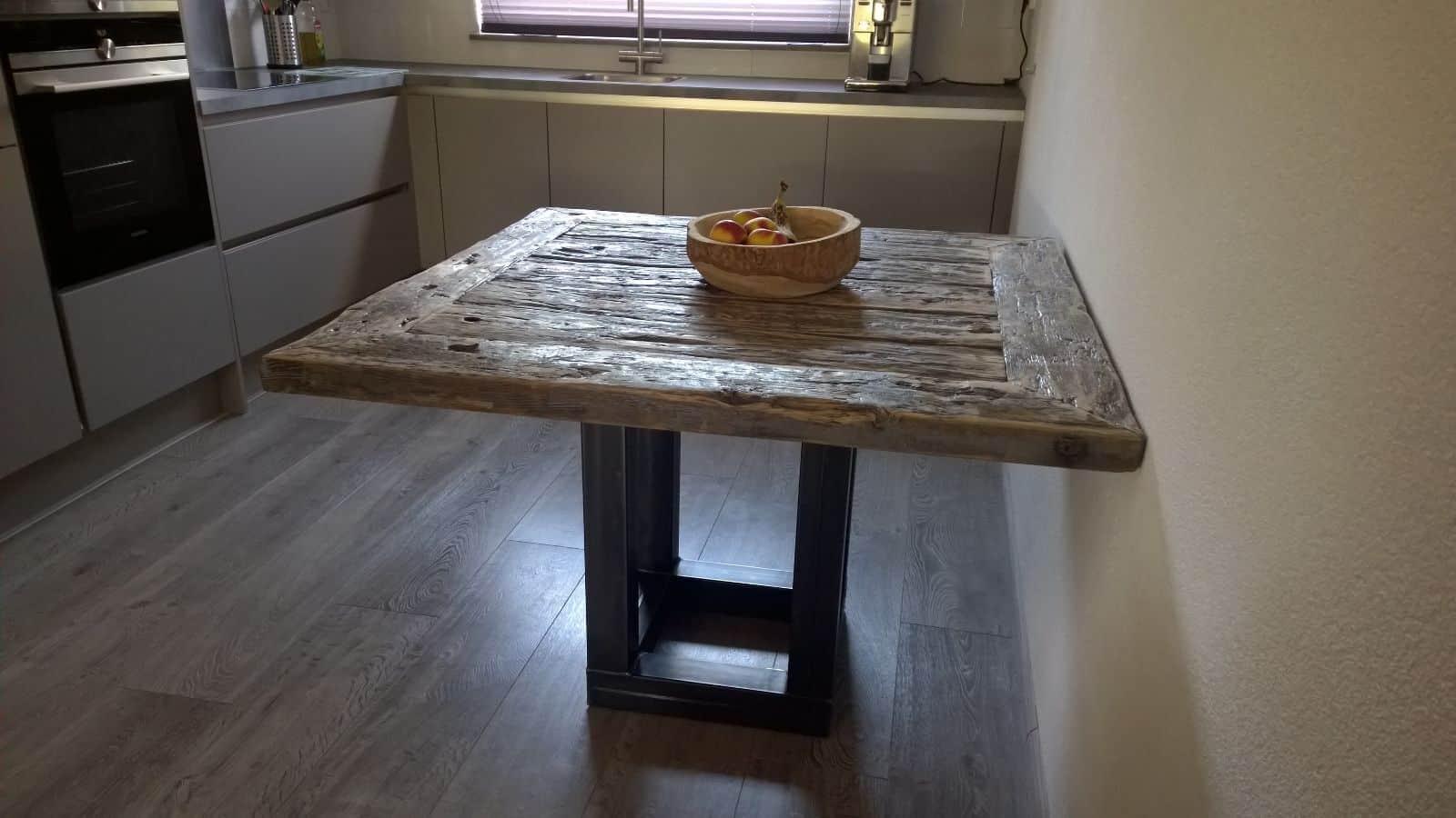 Vierkante tafels op maat for Vierkante tafel