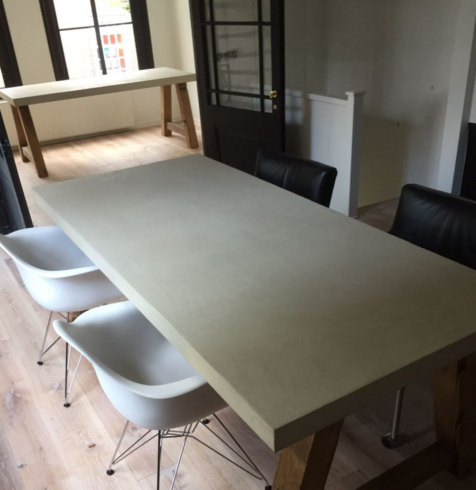 beton tafel lichte kleur