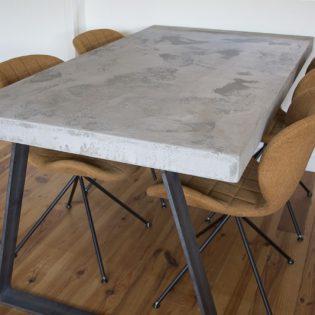 Robuuste betontafel Tin