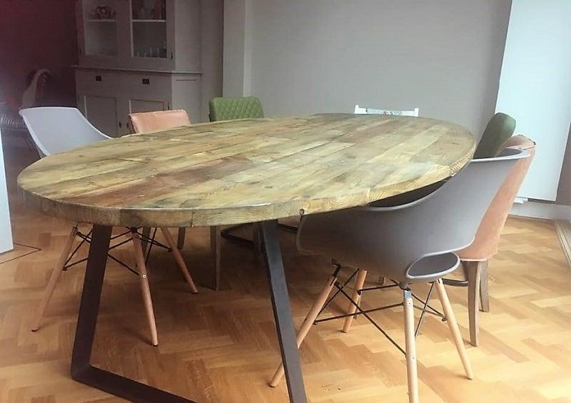 Ovale tafel reclaimed wood by woodindustries unieke robuuste tafels