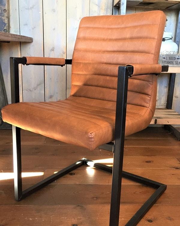 Stoel industry cognac robuuste vintage uitstraling for Eettafel stoelen cognac