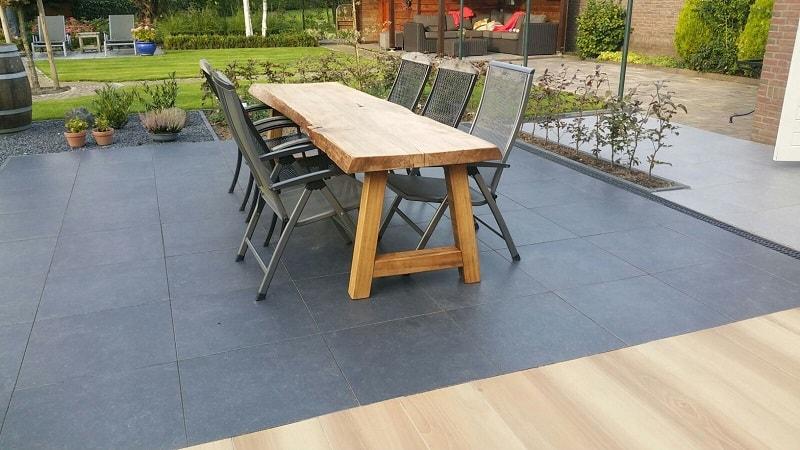 Houten Boomstam Tafel : Naturel elmwood boomstamtafel met houten tafelpoten