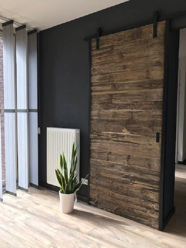 Op maat gemaakte loftdeur van wrakhout