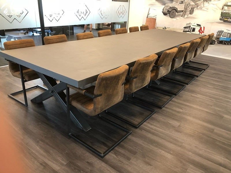 Vergadertafel XXL beton maatwerk