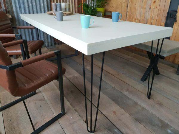 Robuuste betontafel Room