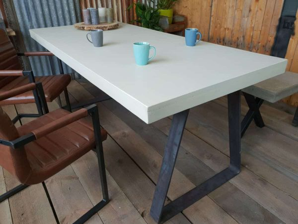 Robuuste betontafel Room - Breda