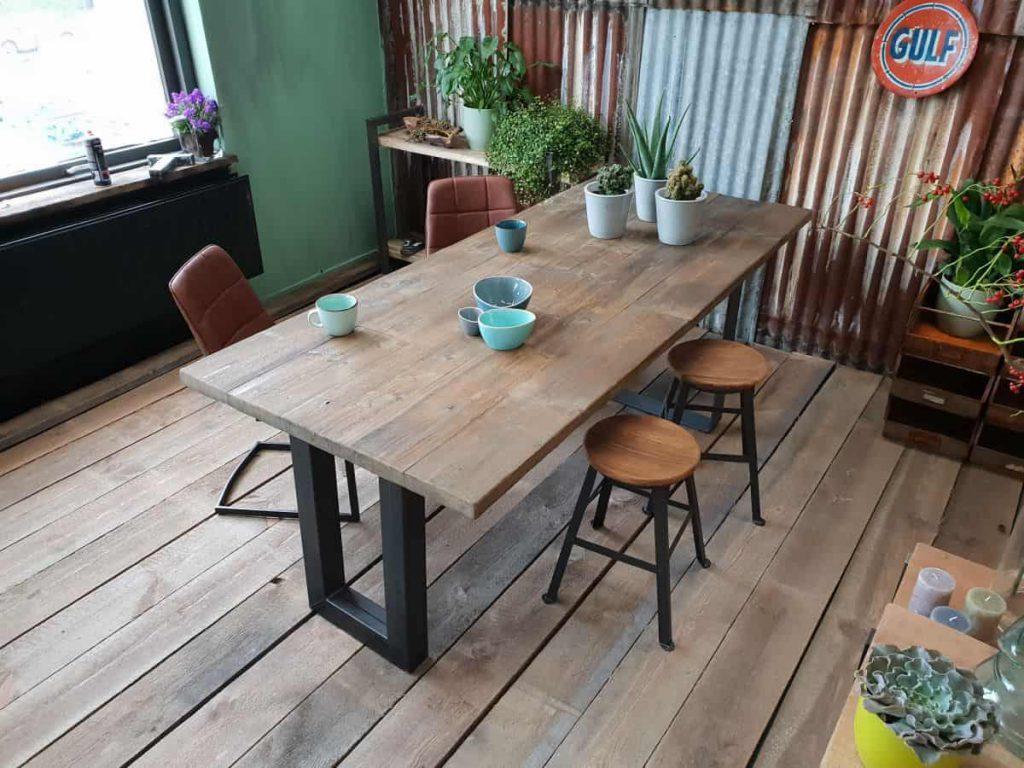 Robuuste tafels met stalen u-Poot