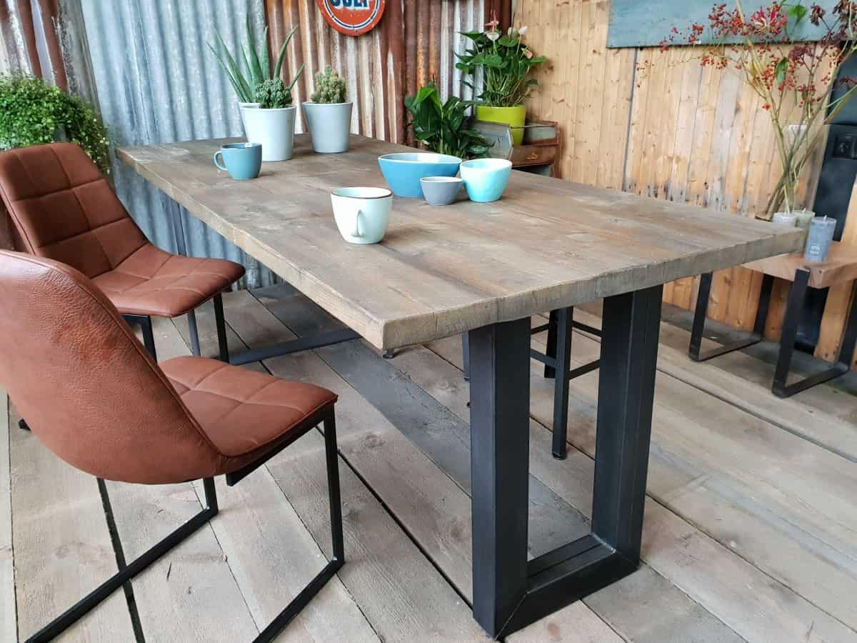 Robuuste Industriele Tafels.Robuuste Industriele Eettafel De Smalle U Gemaakt By Woodindustries