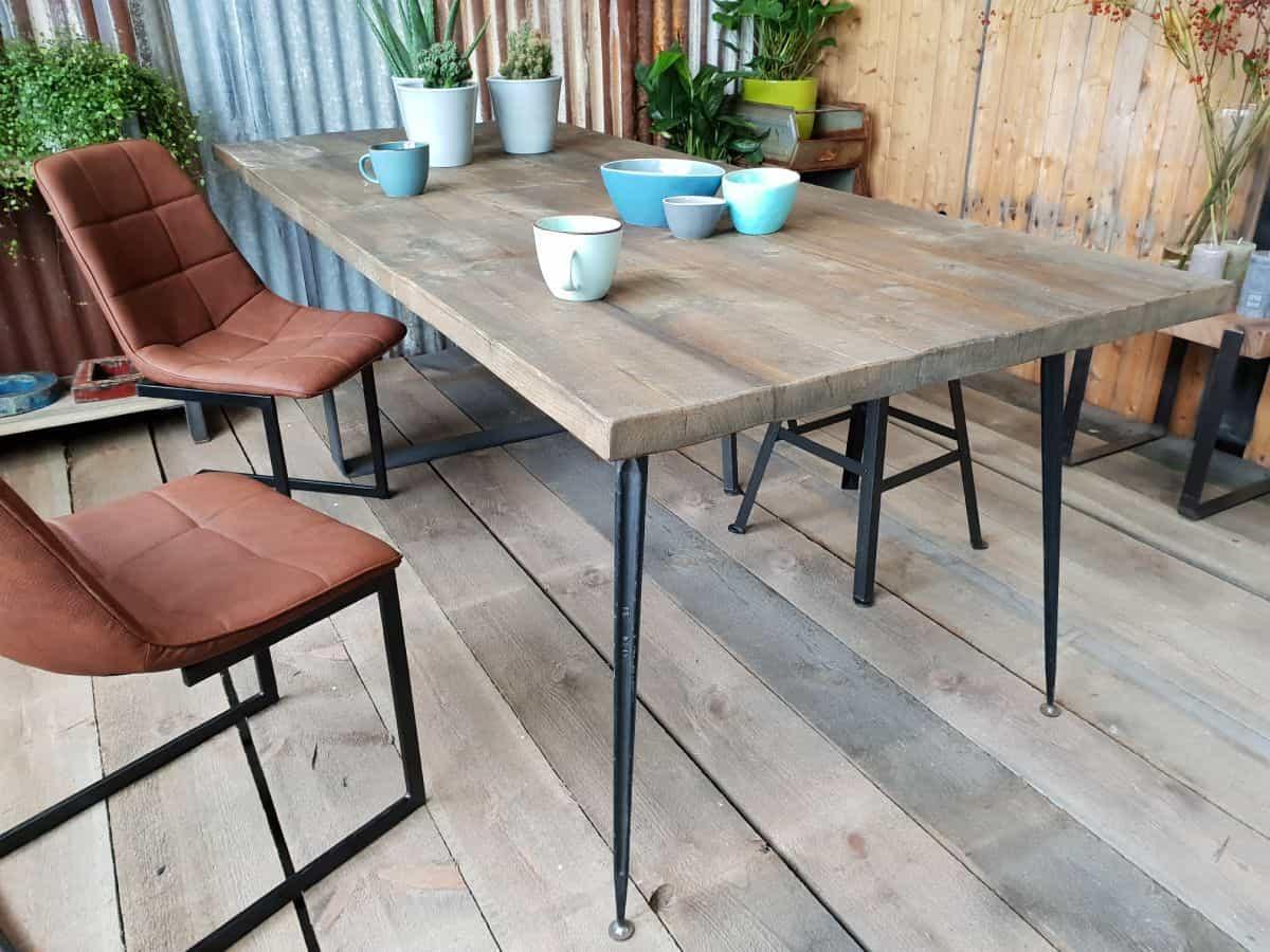 Robuuste Industriele Tafels.Robuuste Industriele Eettafel De Riek Op Maat Gemaakt By Woodindustries