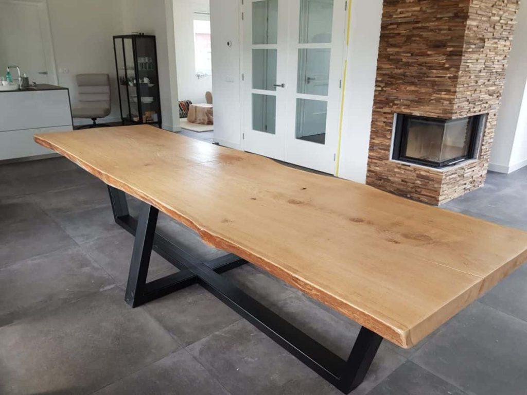 Robuuste tafel van boomstam hout