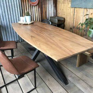 Robuuste suar half ovale tafel