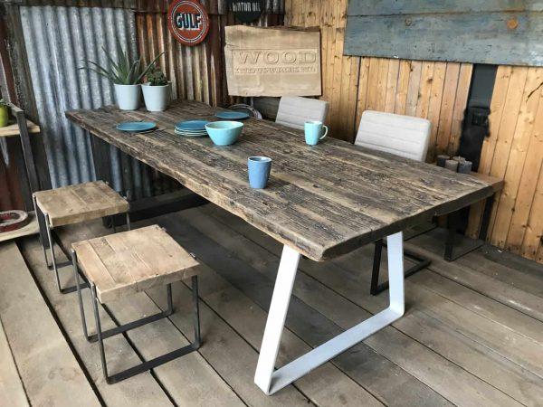 Wagonhouten tafel triangel