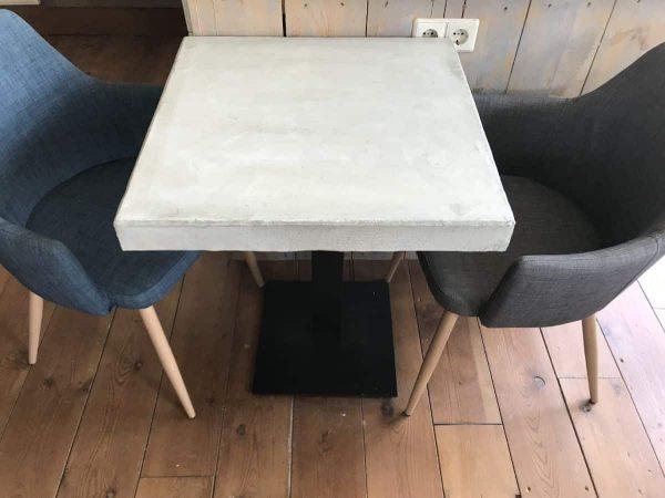 betonnen tafel horeca
