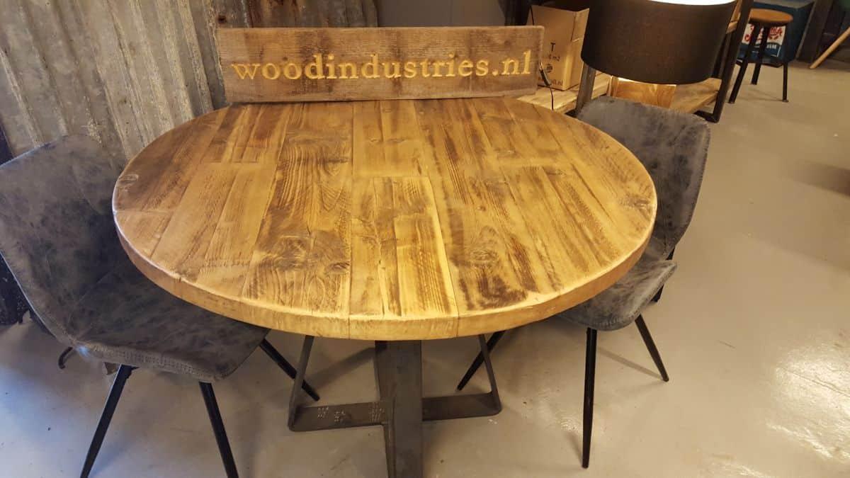 Stoere Houten Ronde Tafel.Stoere Ronde Oud Gebinten Tafel By Woodindustries Robuust