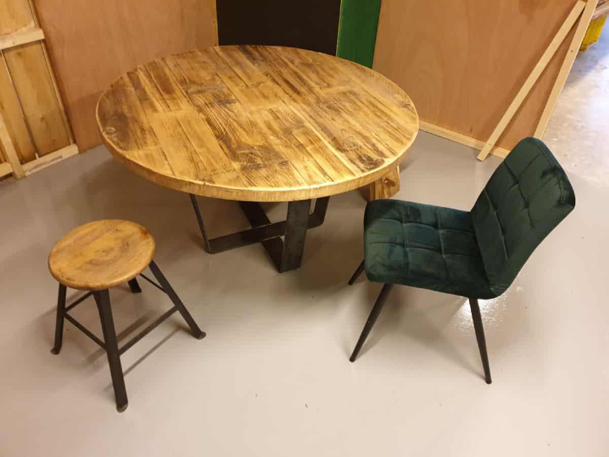 Ronde Grenen Eetkamertafel.Robuuste Ronde Grenen Tafel By Woodindustries Robuust Wonen
