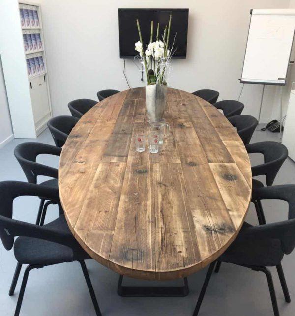 Robuuste vergadertafel ovaal 6 meter (18-20 personen)