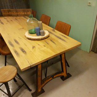 Eiken wagonhouten eettafel - Den Haag
