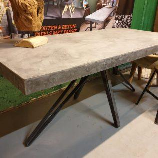 Stoere betontafel Alkmaar