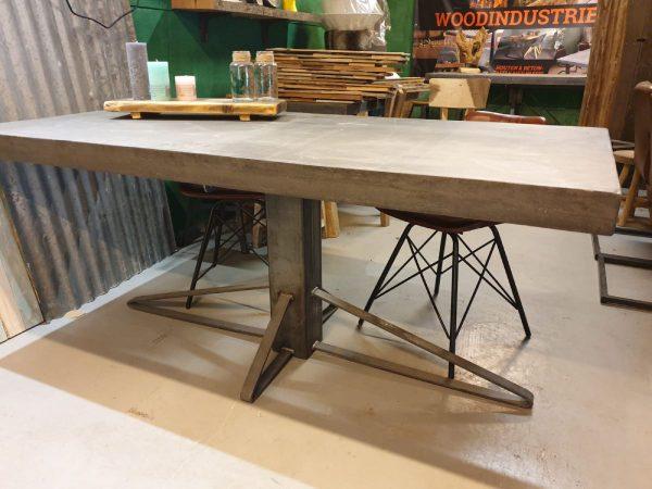 robuuste betontafel Zaanstad