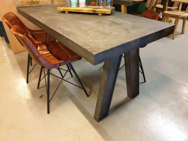 Robuuste betontafel antraciet