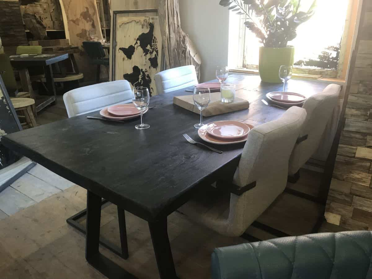 Zwarte Eetkamer Tafel.Zwarte Eetkamertafel Gemaakt By Woodindustries