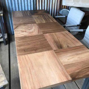Suar houten cube designer tafel
