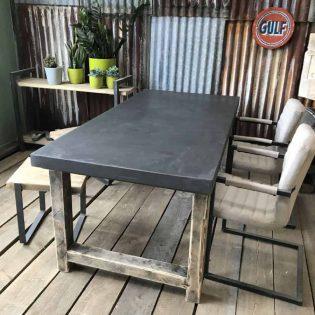 Donkere betontafel