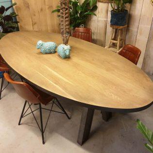 stoere ovale tafel