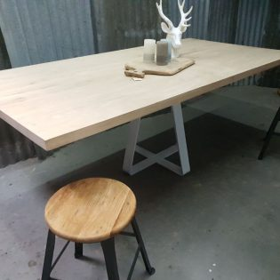 Eikenhouten tafel robuust Zoetermeer