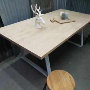 Eikenhouten tafel robuust - Breda