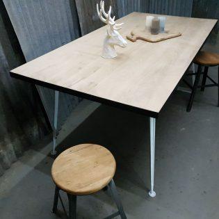 Eikenhouten tafel robuust Zwolle