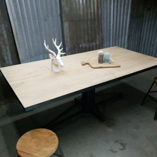Eikenhouten tafel robuust Zaanstad