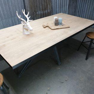 Eikenhouten tafel robuust Valkenburg