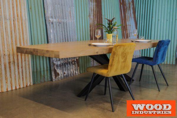 Eiken half ovale tafel opgedikt - den Bosch