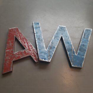 Grote industriële metalen letters